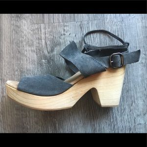 Gray suede Free People clogs!